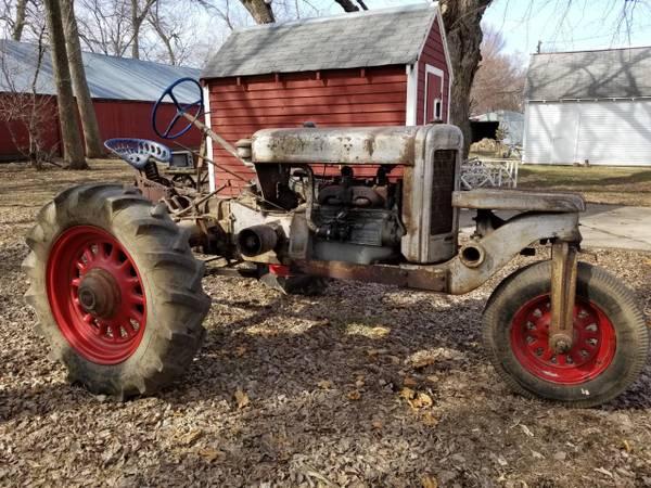 Photo Silver King Tractor good tires and runs good motor overhauled - $3,400 (Sibley, IA)