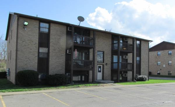 Photo Stonewood Apts Remodeled 2-bdrm apartment w AC - pets OK (994 South Main Street - Mansfield, OH)