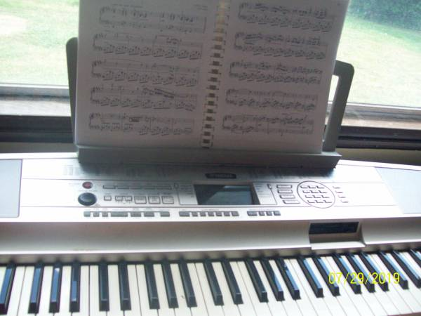 Photo YAMAHA PORTABLE GRAND DGX 500 - $250 (MANSFIELD)