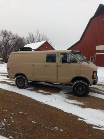 Photo 1979 Dodge 4x4 van - $4500 (Balaton)