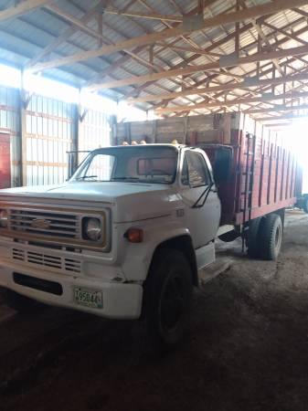 Photo 1986 chevy grain truck - $2,950 (currie)
