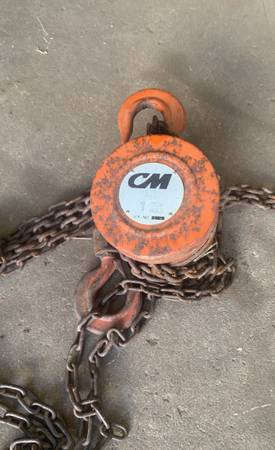 Photo 1 ton chain hoist - $100 (Olivia)