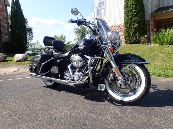 Photo 2010 Harley Davidson Road King Classic - $11,200 (Birchwood, WI)