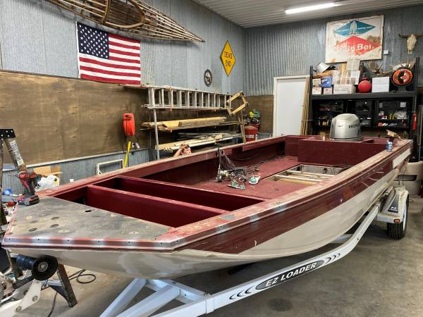 Photo 20ft all welded crestliner rage boat - $4,500 (Red wing)