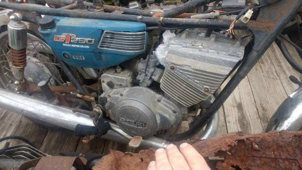 Photo 2 vintage Suzuki two strokes and one Yamaha 2-stroke Street motorcycle - $1,250 (Foley)