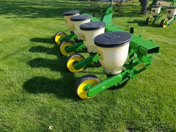 Photo 4 row John Deere 71 food plot planter - $3200 (Hankinson)