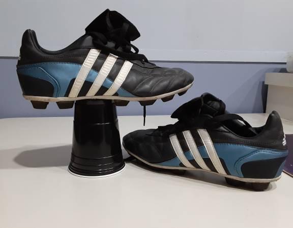 Photo Adidas women39s baseball shoes wcleats, Women39s sz 8 12, barelyused - $5 (Mounds View)