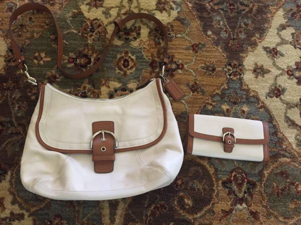 Photo Authentic COACH Leather Crossbody and Matching Wallet - Beautiful - $45 (St. PaulWoodbury)