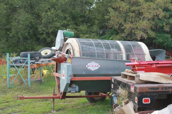 Photo DMC 44 Grain Screener, with 8quot Fill Auger - $1,450 (Dawson, MN)