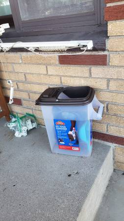 Photo Dog food container, scoop  dog dish (West St.Paul)