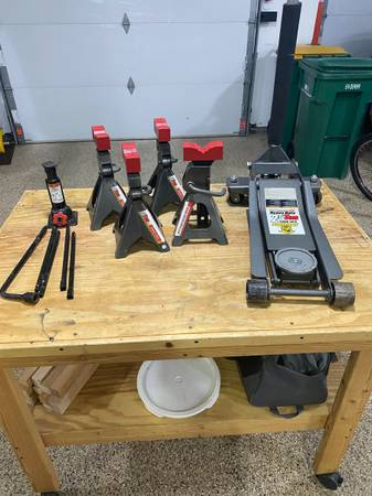 Photo Pittsburgh 2.5 Ton Floor Jack and 3 Ton Jack Stands - $200 (Apple Valley)