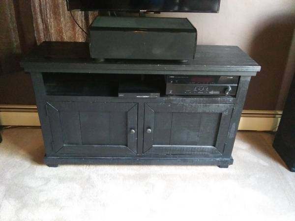 Photo Slumberland Black TV Cabinet - 54in L x 17in W x 31.5 H - $150 (Hector)