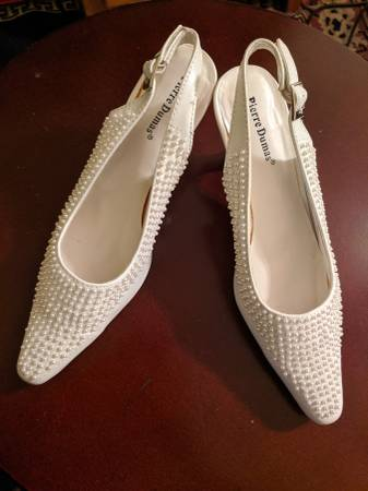 Photo White pearl high heel shoes women39s size 7.5 - $20 (Apple Valley)