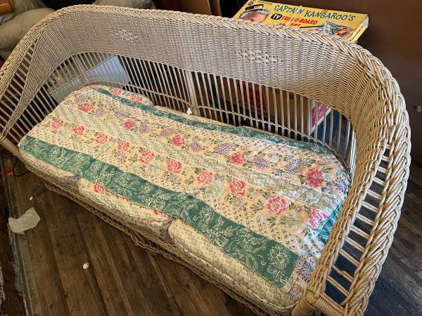 Photo mid century Vintage Wicker Loveseat and matching chair - $400 (Montevideo  Willmar)