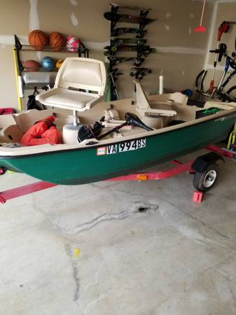 Photo 10.2 ft Bass Hound with Trailer and accessories - $1,300 (Round Hill)