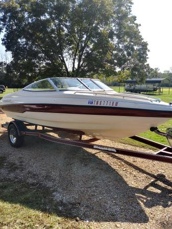 Photo 1997 Caravelle 18 Foot Ski Boat - $2,500 (Winchester)