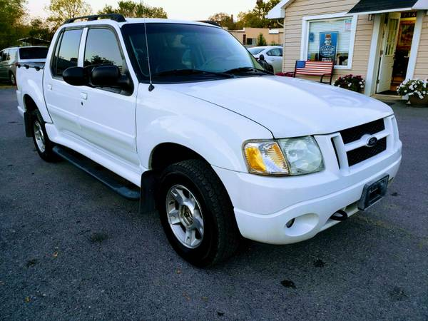 Photo 2004 FORD EXPLORER SPORT TRACK 4X4LOADED FREE 6 MONTH WARRANTY - $6,990 (ROYAL PIKE MOTORS)