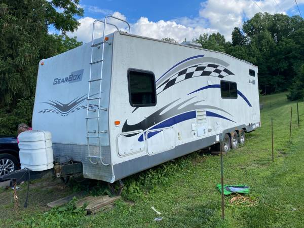 Photo 2006 fleetwood gear box toy hauler must sell today - $6,500 (Rosedale)