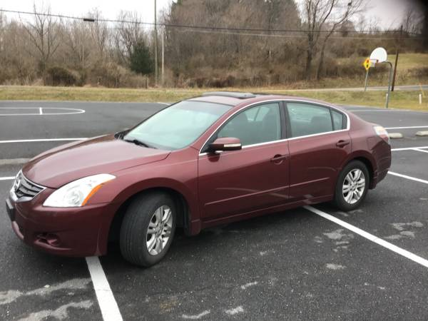 Photo 2010 Altima - $4300 (Frederick)