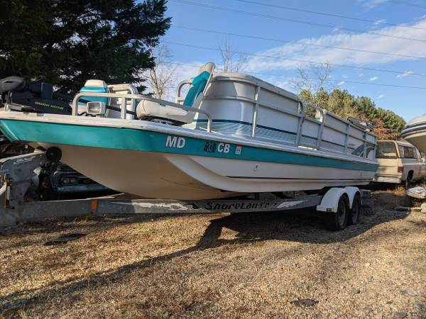 Photo 97 226 hurricane fundeck deck boat 200hp johnson ob - $8,200 (Nokesville)