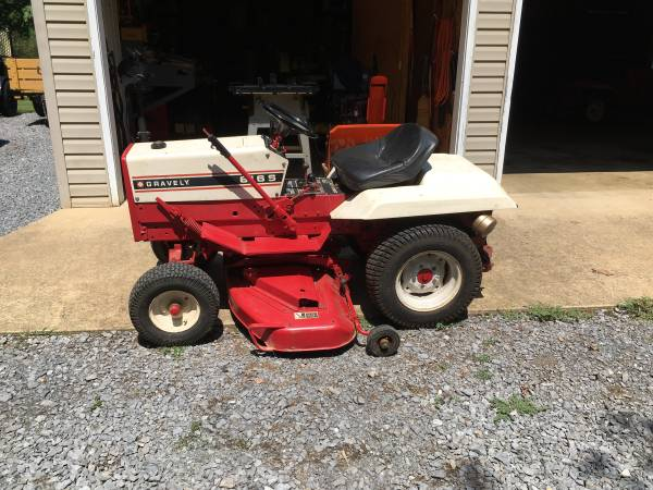 Photo Gravely garden tractor - $1,250 (Martinsburg)