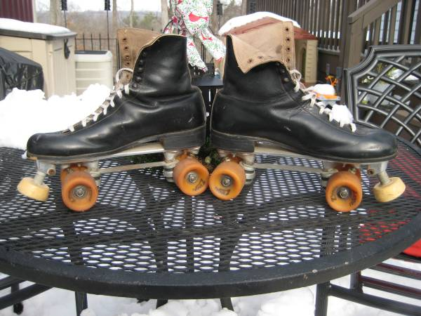 Photo Roller Skates Mens Size 11 - $20 (Martinsburg)