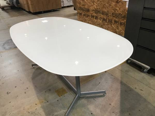 Photo Thick oval glass tables ... 34quot thick .....white glass 4x7 - $100 (Whitemarsh Nottingham)