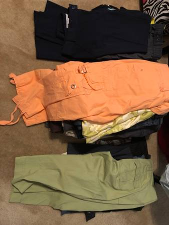 Photo Women Pants-Size 6  8  10 - $2 (HaymarketGainesville)
