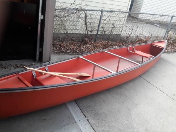 Photo 17 ft Coleman canoe - $125 (Rochester)