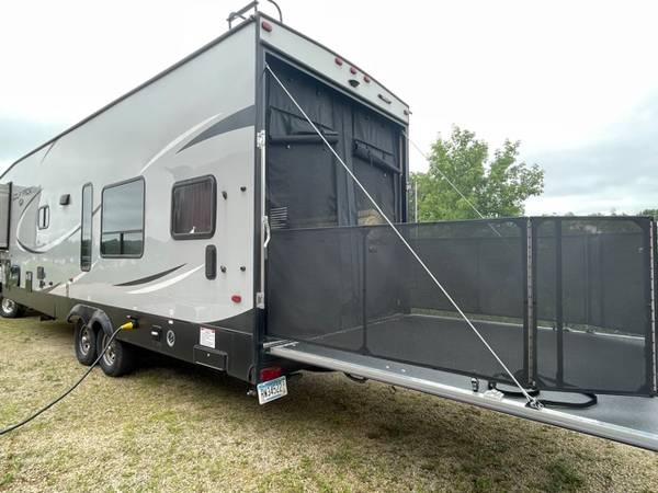 Photo 2017 Wolf Pack 5th wheel toy hauler - $28,995 (Lake City)