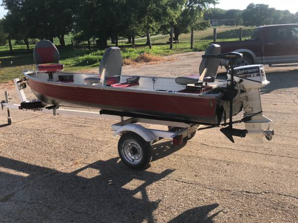 Photo Crestliner 14 ft Fishing Boat - $1,500 (Osage Iowa)