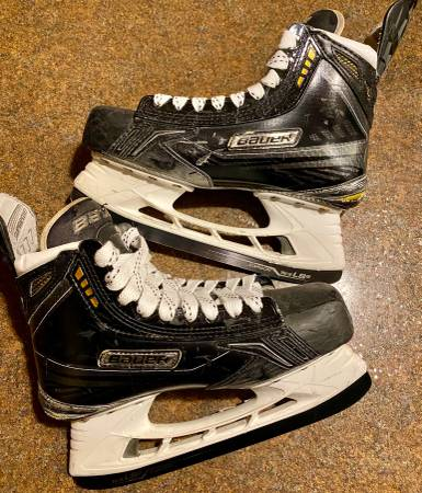Photo Ice hockey skates - $99 (Rochester)