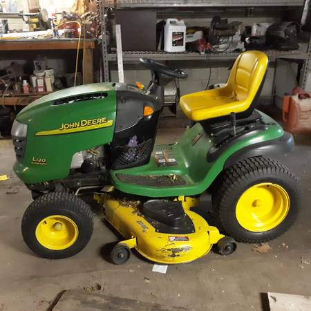 Photo John Deere Riding Lawn Mower - $1,200 (Hton)