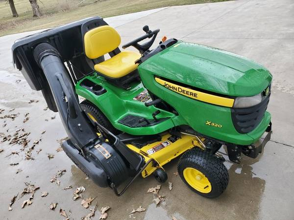 Photo John Deere X320 riding lawn mower with bagger - $3200