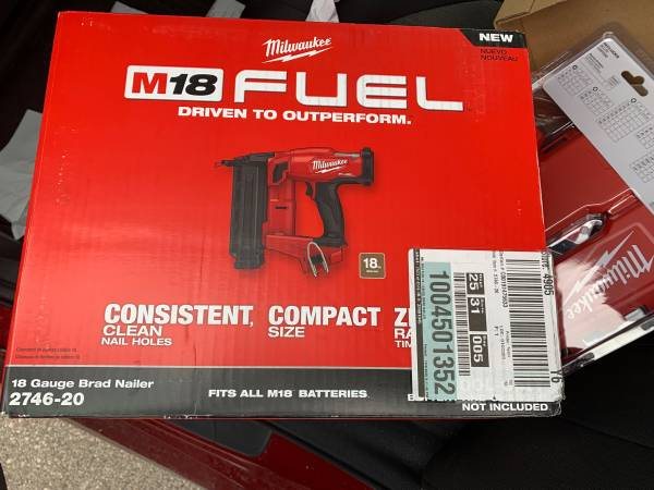 Photo Milwaukee M18 FUEL 18-Volt Lithium-Ion Brushless Cordless Gen II 18-Gauge Brad N - $192 (Onalaska)