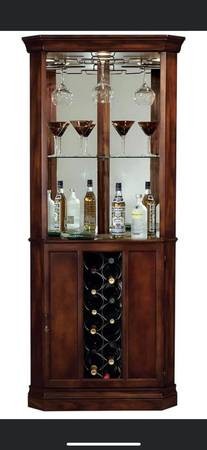 Photo New Haward Miller 690 Piedmont coner wine cabinet - $499 (Mason City)