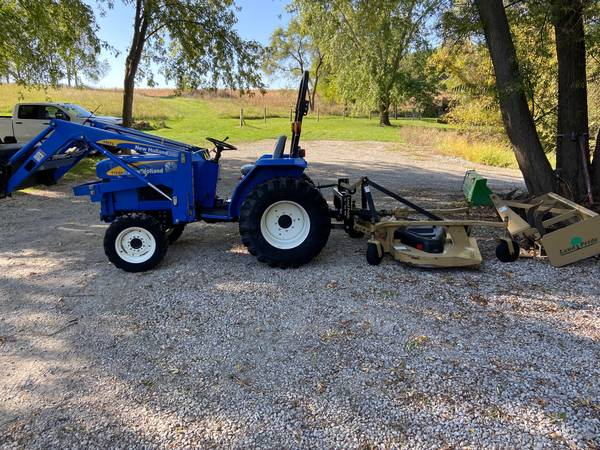 Photo New Holland T1520 4wd tractor 35 HP w loader finish mower, box blade - $13,500 (Newton)