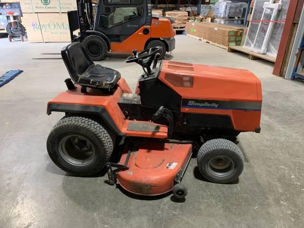 Photo Simplicity Lawn Tractor - $1,500 (Garner)