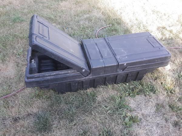 Photo Small truck tool box - $45 (Latimer)