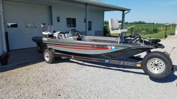 Photo 18 foot aries bass boat - $4,750 (Arcola)