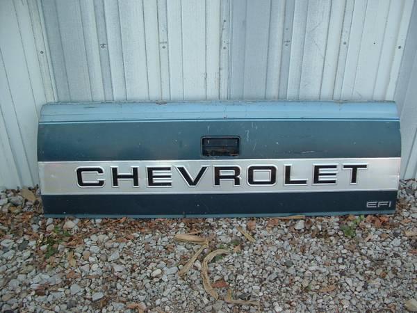 Photo 88-94 Chevy Truck Parts (Newton Illinois)