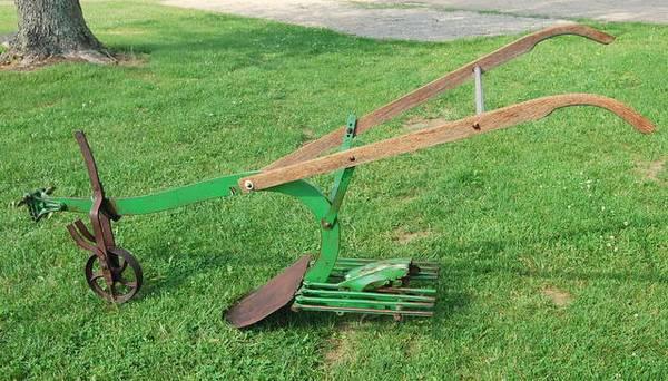 Photo Antique Horse Drawn Potato Plow - $225 (Lerna,IL)