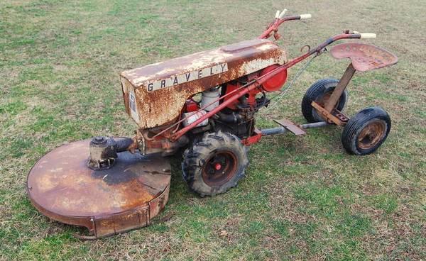 Photo Gravely Super Convertable  Model L Tractors  Attachments (Price is f - $500 (Lerna,IL)