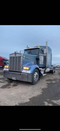 Photo 2005 Kenworth W900L Caterpillar C15 - $25500 (13 Speeds Start, Runs, Drives good)