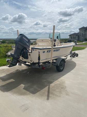 Photo Boat 2008 Keywest Center Console - $9,500 (Weslaco)