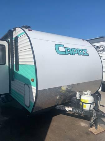 Photo Capri 19 ft travel trailer - $14,999 (Donna)