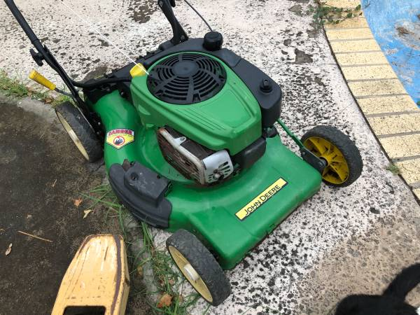 Photo John Deere lawn mower - $200 (Mission)