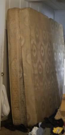Photo King Size Bed Mattress  Box Springs - $115 (Edinburg)
