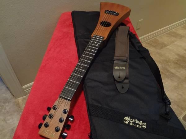 Photo LEFT HANDED Martin Backpacker Guitar - $300 (Weslaco)