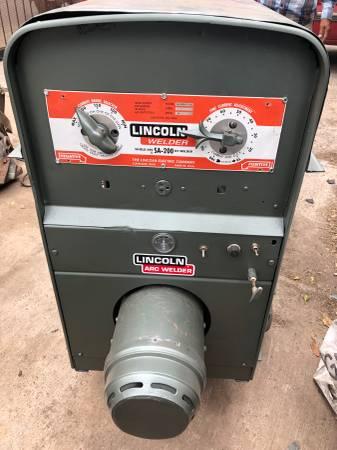 Photo Lincoln SA 200 Welder - $4600